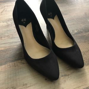 Black suede pointed heels. Used once- great condt.